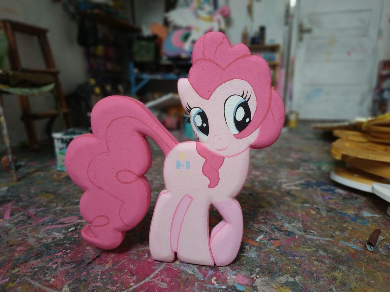 dekorasi little pony dari Styrofoam untuk acara ulang tahun anak