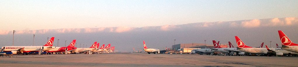 Turkish Airlines airplanes at Istanbul Airport