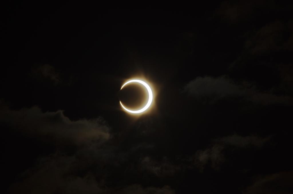 雲中的日環蝕~~20100521攝於桃園市