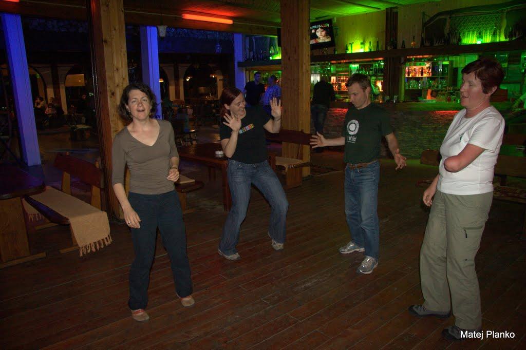 Plesali pa le Slovenci