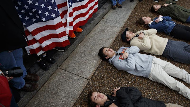 US protesters rally outside White House for gun control