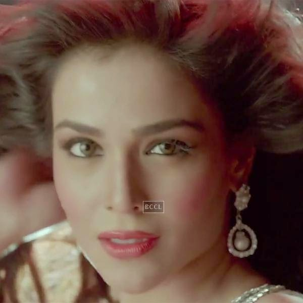 Humaima Malik in a still from the Bollywood film Raja Natwarlal.