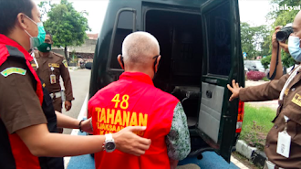 Diduga Korupsi Dana BOS dan Tilap Honor Guru, Bendahara SMKN 2 Karawang Digelandang