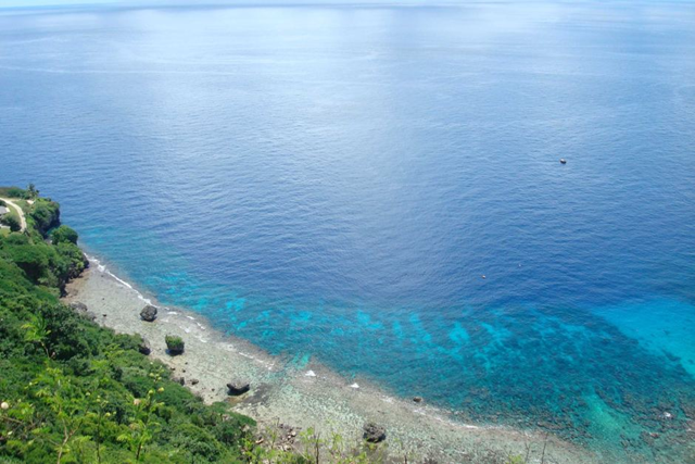 Flyish Fish Cove before coral bleaching. This photo shows the water ringing Christmas Island before the coral bleaching event of 2016. Photo: Curtin Aquatic Laboratory