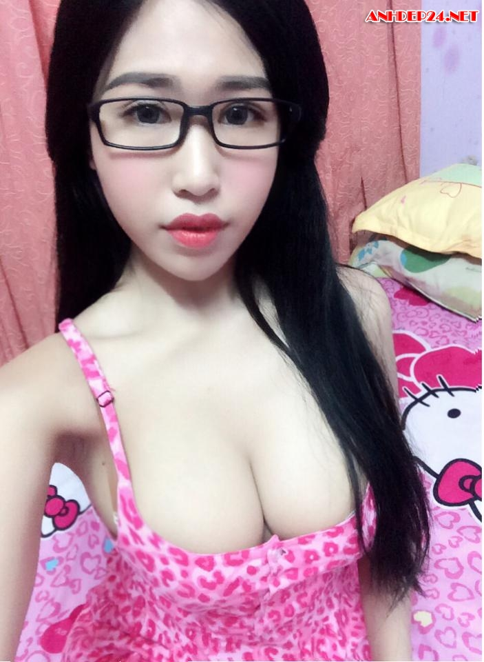 Hot girl khoe vếu cực to