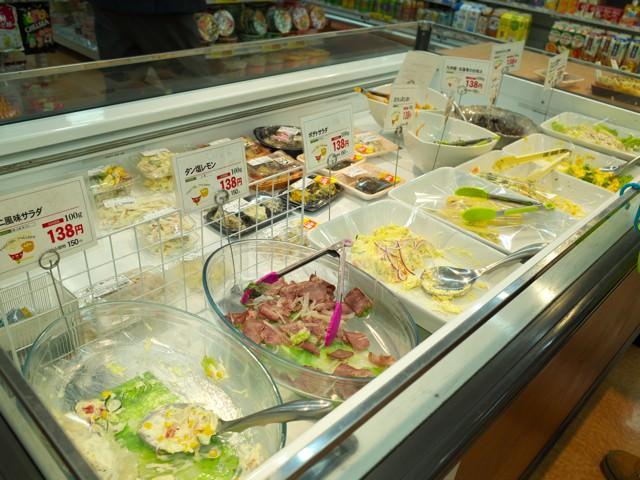 サラダなどのお惣菜コーナー