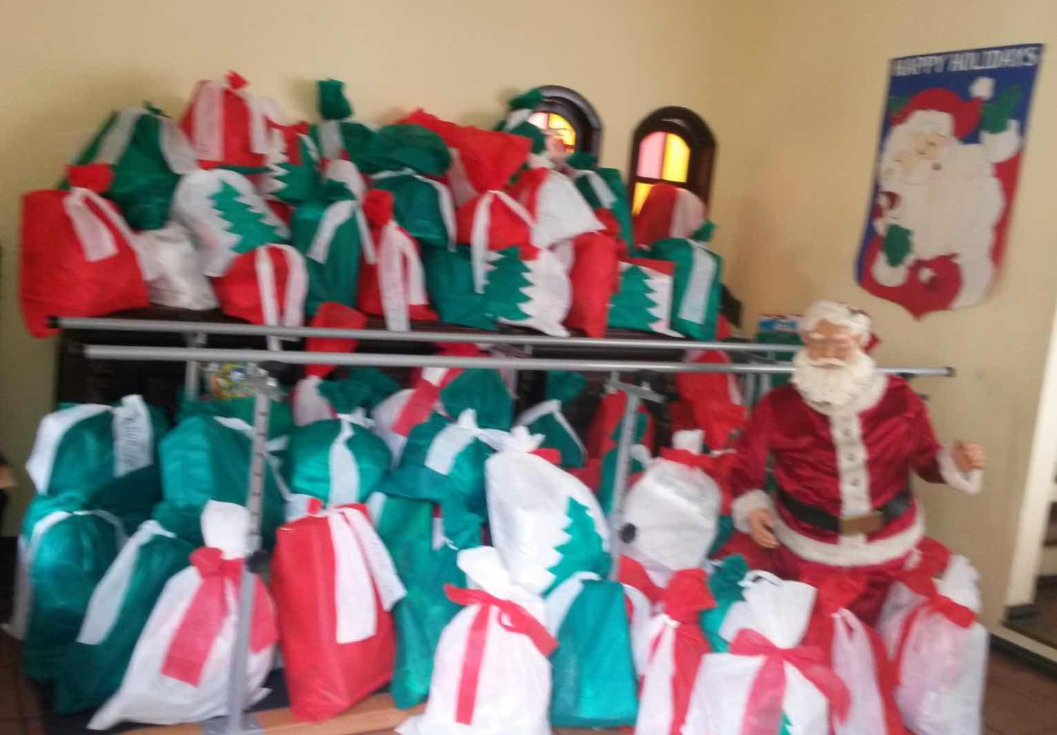 Presentes reunidos na casa do Papai Noel