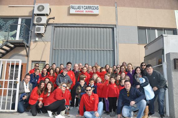 Los infantiles de Carrera Malilla-Isla Cabrera visitaron el taller de su artista fallero