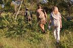 """Næste morgen er der """"bush-walk"""". Afsted til fods ud i bushen med 2 bevæbnede rangere."""