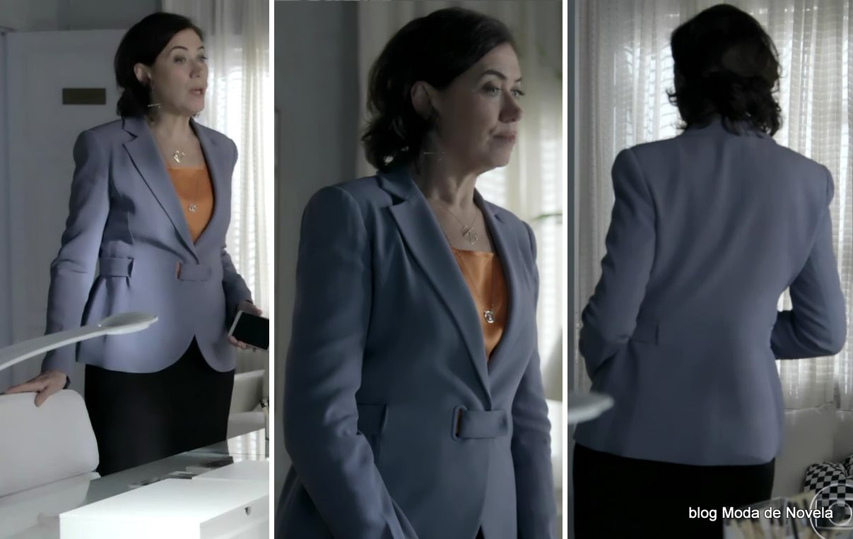 moda da novela Império - look da Maria Marta com blazer cinza dia 7 de agosto