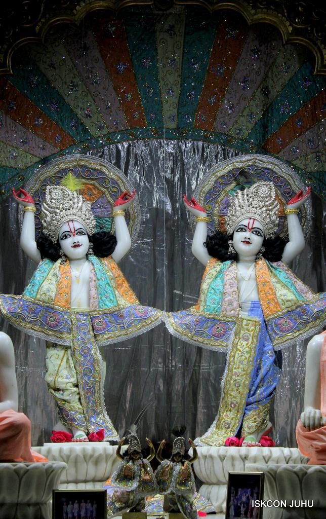 ISKCON Juhu Mangal Deity Darshan on 20th Oct 2016 (29)