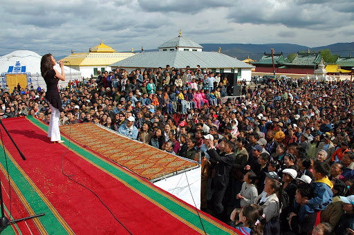 Saka Dawa concert at Ganden Monastery complex in central Ulaanbaatar, Mongolia, 2006. Photo by Ueli Minder.