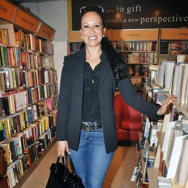 Ayesha Shroff at the launch of Dr Rashmi Shetty's book 'Age Erase', held at Crossword, on July 11, 2014.(Pic: Viral Bhayani)