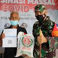 Dandim 0101/Aceh Besar Berikan Bantuan Beras Kepada Puluhan Masyarakat Usai Divaksin