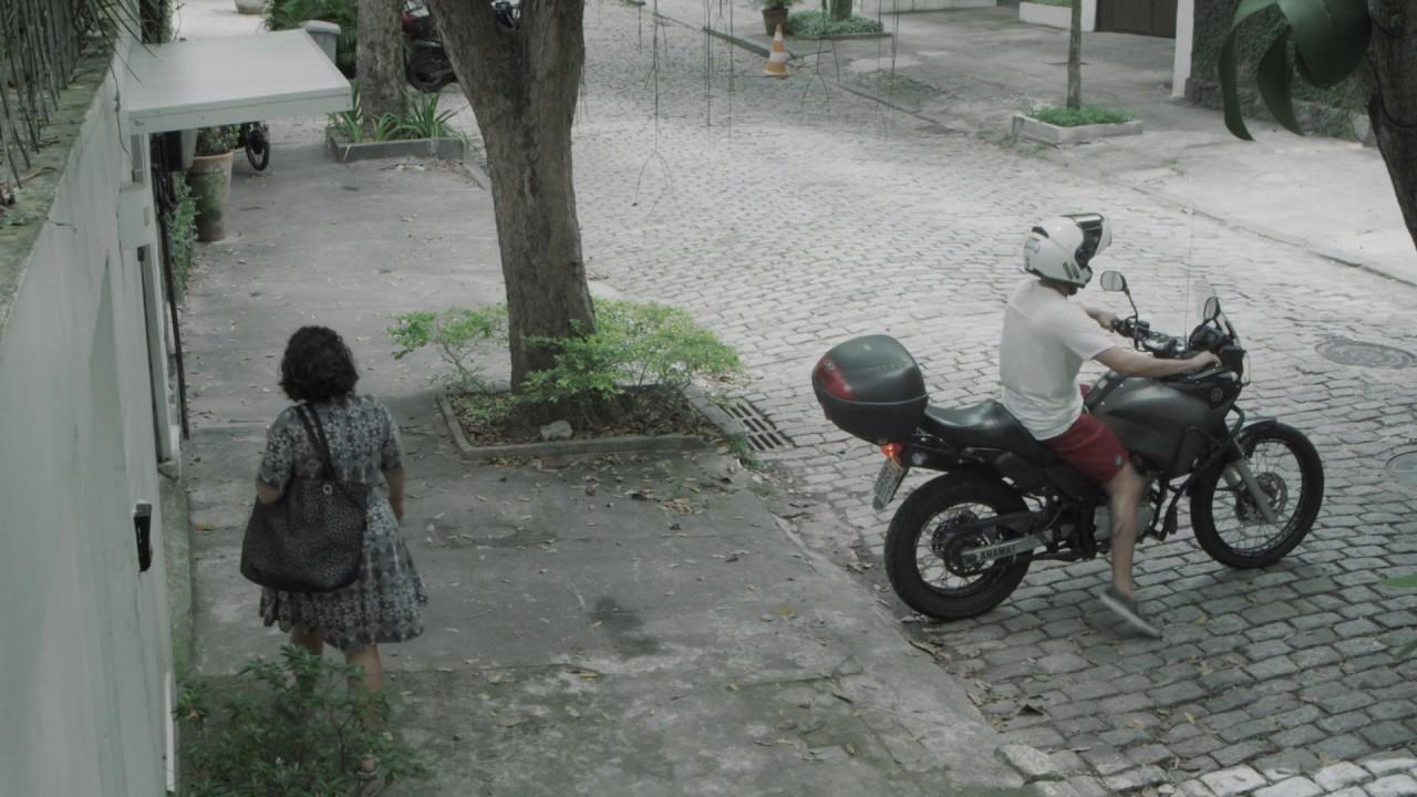 Telecine faz uso de meme da mulher presa na garagem para vender serviço de streaming