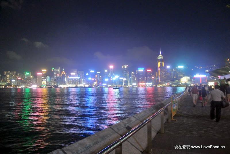 香港尖東【尖沙咀海濱花園】看維港夜景 - 食在愛玩@香港澳門