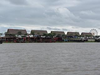 0012Tonle_Sap_Lake_Floating_Village