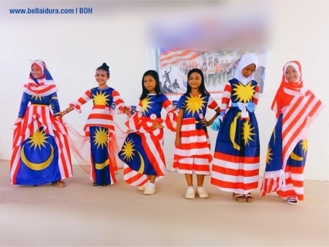menyanyi lagu negaraku, lagu negaraku, hari merdeka, merdeka, boh