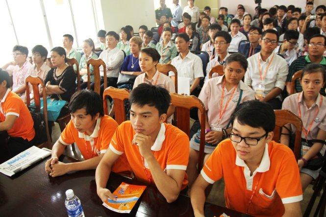 """Cuộc thi """"MOSWC 2016″ là sân chơi lớn đầy thú vị và bổ ích dành cho sinh viên Cao đẳng thực hành FPT Polytechnic."""