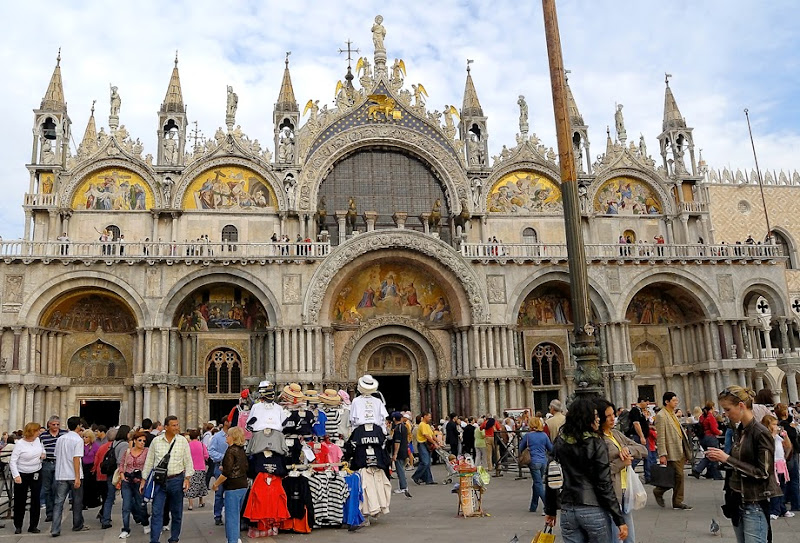 69. The Patriarchal Cathedral Basilica of Saint Mark. XI Century. Venice. 2006