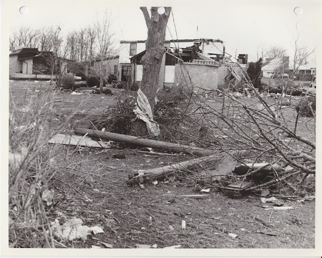 1976 Tornado photos collection - 70.tif