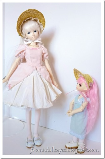 A msd ball jointed doll and a yosd bjd wearing half bonnets.