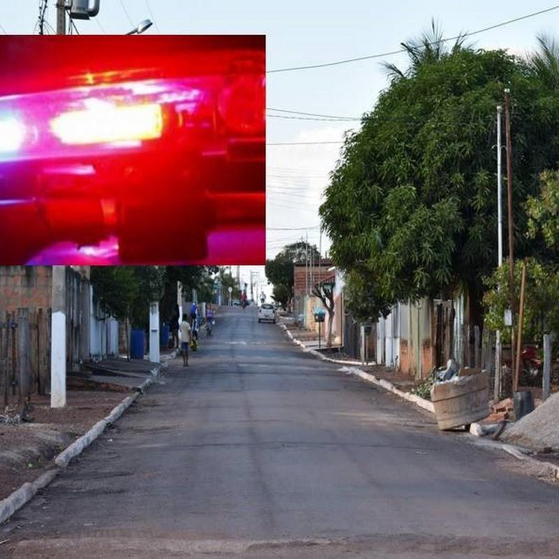 Dupla fortemente armados rendem família e amigos durante assalto em residência em Jangada