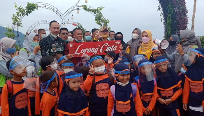 Dang Ike Edwin Puas Melihat Lorong Cinta Pemda di Lampung Selatan
