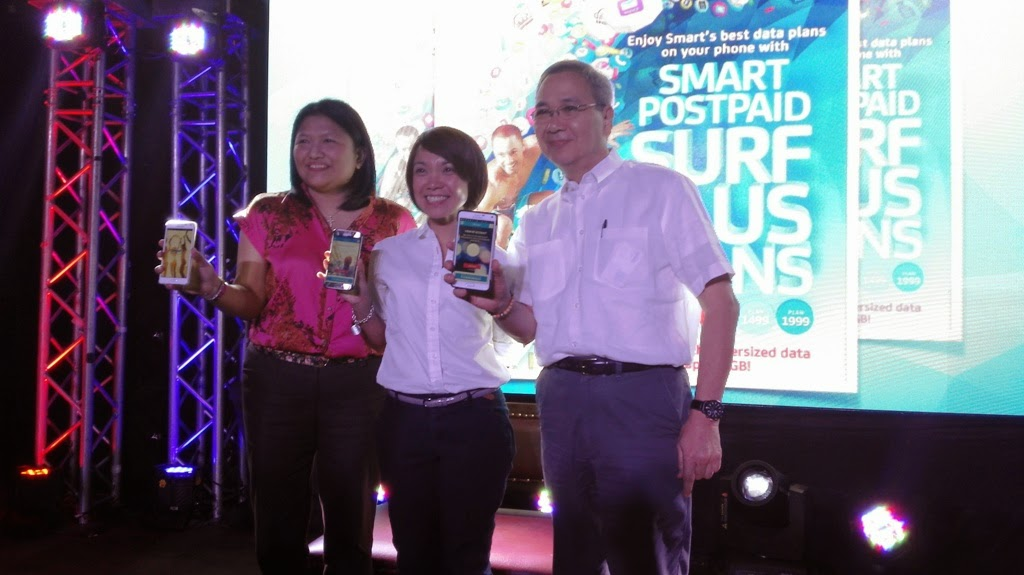 SMART SURF PLUS PLAN LAUNCH WITH SMART EXECS. (From L-R) Ms. Jazz Manabat, Senior Manager, Postpaid Activation, Smart Communications, Inc.; Ms. Kathryn Carag, Postpaid Marketing Head, Smart Communications, Inc.; and Mon Isberto, Head of Public Affairs, PLDT and Smart Communications.