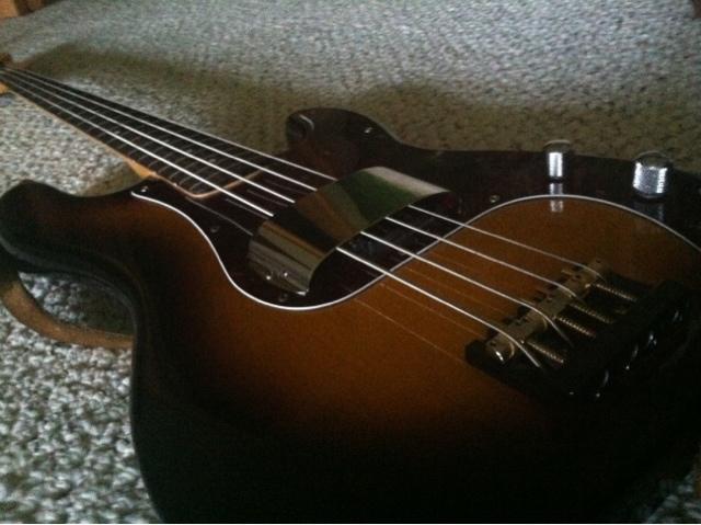 viper fever sunburst p bass finally mine. Black Bedroom Furniture Sets. Home Design Ideas