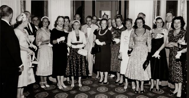 Directores de la CORCO con sus esposas visitando La Fortaleza de Luis Muñoz Marín - 15-mar-1955