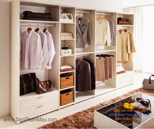 Bên trong tủ quần áo