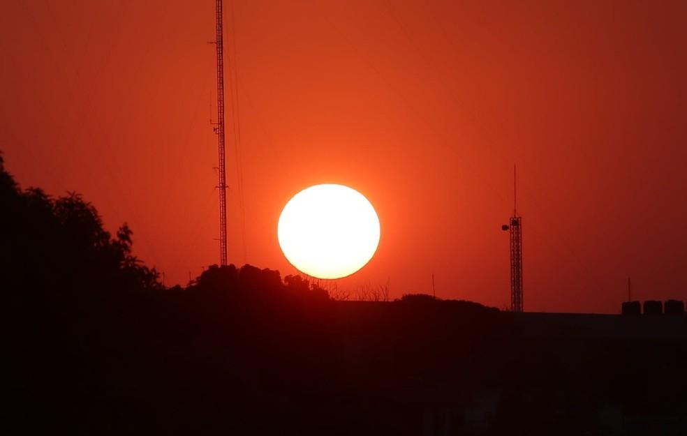 Cuiabá bate 2 recordes dos últimos 109 anos em intervalo de 3 horas e chega a 44°C