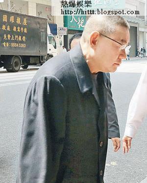 昨午一時,大劉抵達灣仔午膳,落車時「頭耷耷」滿臉愁容,並無回應在場記者提問。
