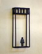 Nova construção vertical com 1 figura - 24x10x5 cm - ferro e bronze