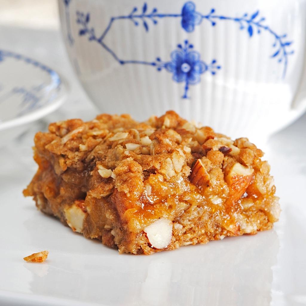 JULES FOOD...: Apricot Almond Oat Bars