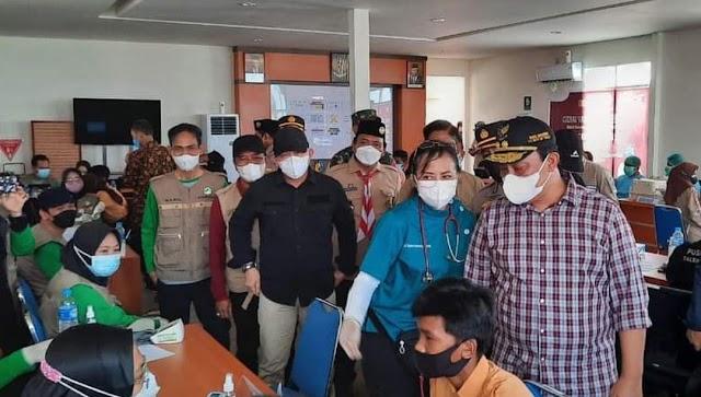 Sekda Kapuas Dampingi Wagub Kalteng Tinjau Vaksinasi Pelajar di Lokasi Kawasan Food Estate