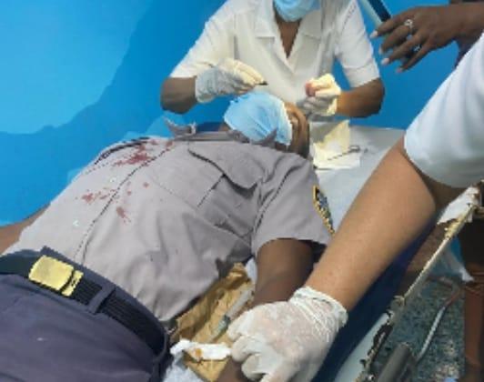 ENRIQUILLO: Un policía resultó  herido de una  estocada en medio de un pleito