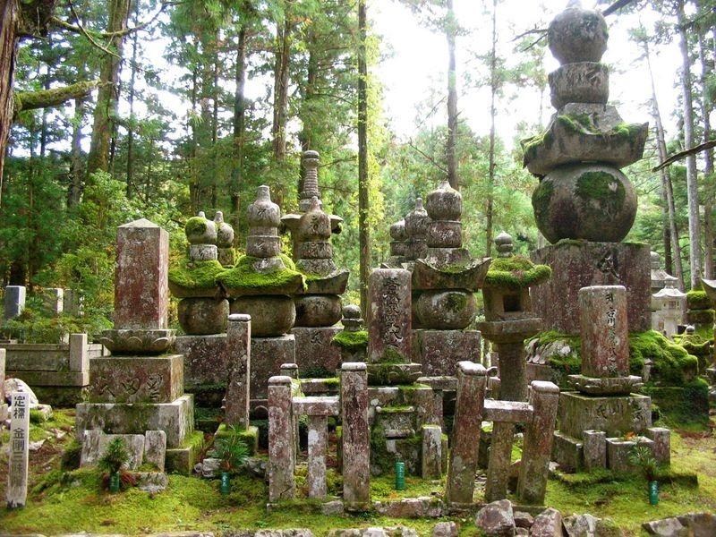 okunoin-cemetery-1