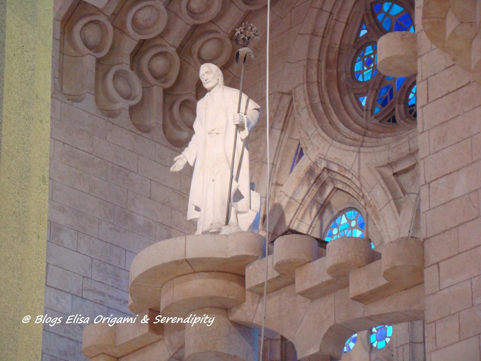 Interior de la Sagrada Familia, Gaudí en Barcelona