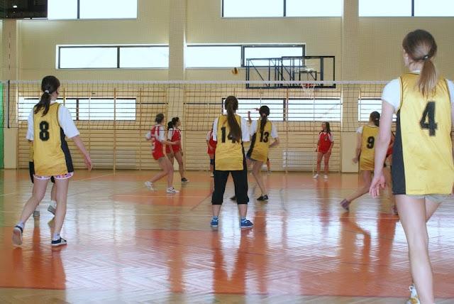 Zawody siatkarskie dziewczat 1 marca 2011 - DSC09385_1.JPG