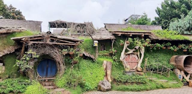 Rumah hobbit farm house