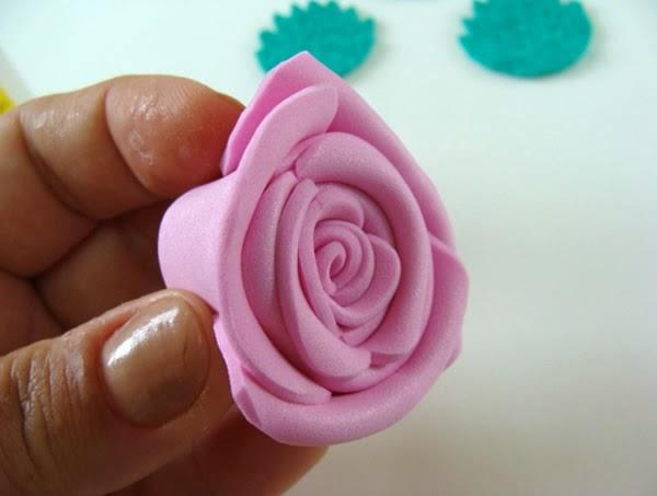 Como fazer rosas de EVA de maneira super simples | Revista Artesanato