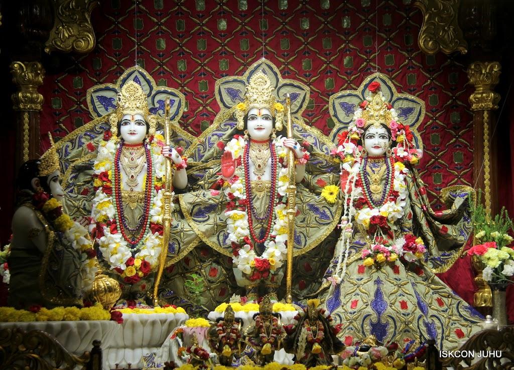 ISKCON Juhu Sringar Deity Darshan on 24th June 2016 (27)