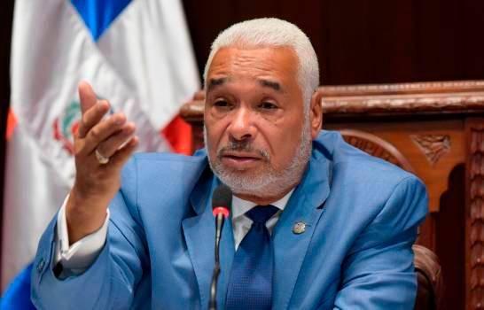 Radhamés Camacho defiende la educación dominicana
