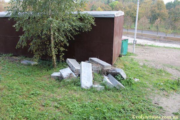 Фрагменти знищених сходів