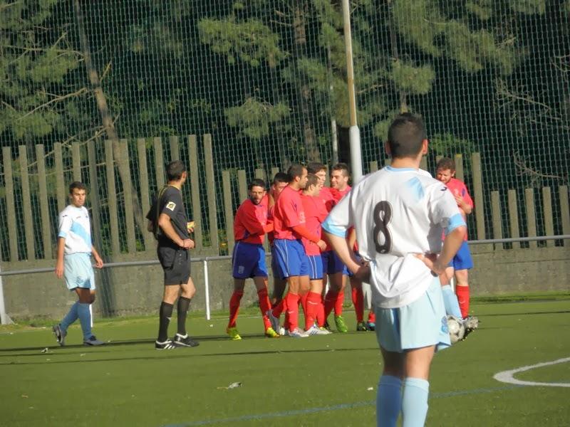 Celebración dun gol dos de Ares no partido fronte o G. Caranza (25/11/2013)