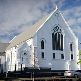 Knox Presbyterian Church Parnell. Complete strip of all paint, all prepaint repairs to the roof and elevations followed by a complete repaint.
