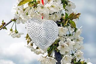 Menyikapi Rasa Cinta Dan Rasa Benci