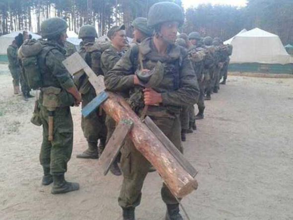 Arma simulada de madera